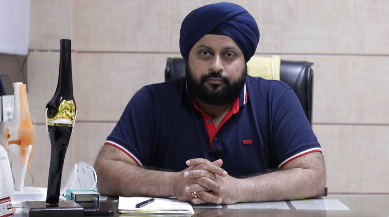dr Bhanu Pratap singh saluja knee replacement doctor in Chandigarh